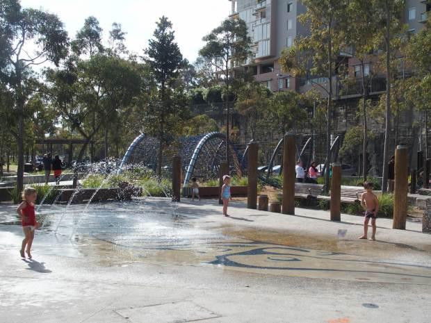 Pyrmont, aire de jeux pour enfants. Sydney est vraiment une ville où il fait bon vivre en famille, et même en hiver.